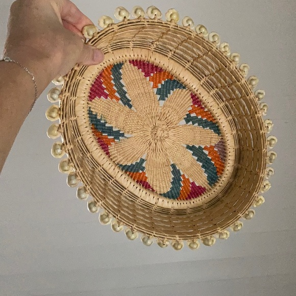 GORGEOUS VINTAGE BASKET WITH PUKA SHELL DETAIL